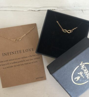 New! VACKRALIV YOGA Infinite Love Necklace, gold