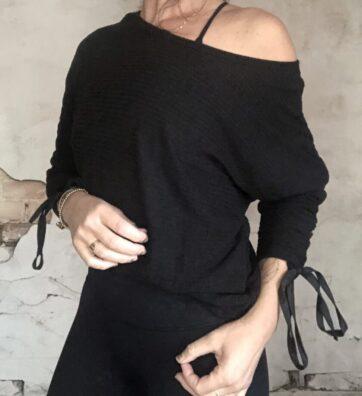 New! VACKRALIV YOGA Dressy Sweater Beautiful arms, black
